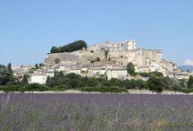 Provence / Les couleurs et les paysages de la Provence, Grignan, Suze-la-Rousse, Montélimar. #styleinprovence #chezlamarquise