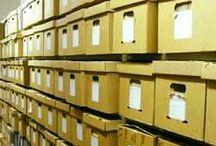 http://arhivdepo.ro/servicii/ /  ARHIVDEPO   va asigura ca fondul arhivistic va parcurge următoarele etape :  Transportul la client şi furnizarea de cutii de arhivare standard (L=330mm x l=250mm x h=320mm) în care încap 4bibliorafturi cu 7- 8mm grosime Ordonare dosare după termene de păstrare şi alte criterii(an,tip etc) Preluare în custodie pe baza de proces verbal semnat de către un reprezentant al beneficiarului şi prestatorului şi transportul arhivei la depozit Recepţie fond arhivistic în depozit şi întocmirea bazei