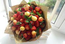 букеты из фруктов и прочего