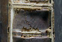 Sacrorum bibliorum quadrilingium Philippi Catholici Hispan. regis studio ac liberalitate editorum... / Bíblia políglota en 8 volums i 5 llengües: llatí, grec, hebreu i arameu. Va ser editada per Christophe Plantin (1520-1589)