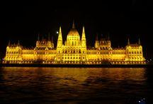 Budapeszt / Wycieczka do Budapesztu to świetne rozwiązanie dla tych, którzy chcą odpocząć w basenach relaksacyjnych i leczniczych, a także dla tych, którzy chcą zwiedzić całe miasto od podszewki. Tu naprawdę nie można się nudzić!