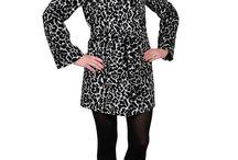 """Новинки пальто на осень 2015 / Похоже, что верхняя одежда, декорированная аппликациями и принтами, скоро сменит такой тренд, как пальто в клетку. Остается только выбрать, что вам больше нравится: аппликации из кожи на воротнике и карманах  драпового пальто или модель, инкрустированная стразами. А, может, вам подойдут смелые """"животные"""" принты? На сайте http://paltomania.ru/ Вы все найдете то, что нужно именно Вам!"""