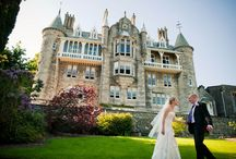 First picture as a married couple / The pictures from your wedding day are some to remember, these people have made them especially memorable by being in a castle.