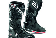 OFF ROAD LINE 2.1 / OFF ROAD LINE PRO 2.1:comfort and security even in the most extreme circumstances.   The PRO 2.1 boot does not shy away from a challenge, given the protection that the exclusive T.C.S.® offers and is optimised for off-road riding and comfort by the internal anatomical bootie.  To learn more about these products: http://bit.ly/1GHGOi1