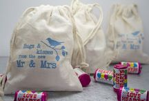Unique Wedding Favours / Unique and quirky wedding favours for modern couples