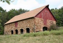 Historic Barns in Kansas / Historic barns of different architectural type located throughout the state