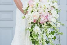 Daydreams- Wedding Flowers / Wedding flower ideas from my Daydreams Board / by Stephanie Crowell
