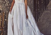 Suknie Ślubne z głębokim dekoltem