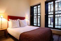 Dar Karma - chambres & Suites / Dar Karma, nous avons modernisé le décor marocain. 6 chambres (3 suites et 3 simples), pouvant accueillir jusqu'à 14 personnes