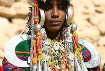 Family Jewels / Extraordinary headdresses, crowns, hats and necklaces of jewels, money, fabric + beads