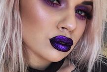 Grungey Makeup / Grungey makeup on the youthful beauts of today !! Personally love this look