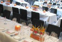 Blumige Tischdekorationen / Blumige Tisch - Dekoration zur Hochzeit und anderen Anlässen.