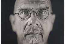 Chuck Close / Chuck Close (Contea di Snohomish, 5 luglio 1940) pittore e fotografo statunitense.