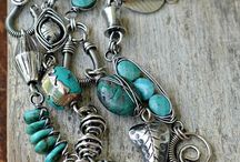 náhrdelníky a náramky