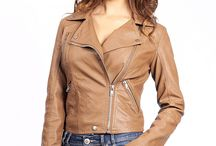 Simili cuir / Découvrez la toute nouvelle collection Prestige Cuir : Aspect cuir ! Un large choix de blouson en aspect cuir pour femme, disponible dans de nombreux coloris et de nombreux modèles à des prix très attractifs : à partir de 49€ !