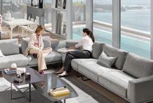 Nábytok a sedacky novej generácie Kolekcia TEMPO / Sedačky a doplnkový nábytok Tempo od Natuzzi sú navrhnuté s cieľom uspokojiť potreby moderného života a vytvoriť miesto pohody a relaxu, ktoré zároveň rešpektuje naše životné prostredie a vaše zdravie.