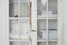 Skåp av gamla fönster
