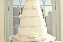 Wedding Cakes / by Cristina Sarmiento