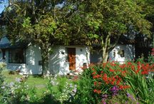 Cottages Ireland - Garden Cottage / Set in the picturesque organic flower gardens, Garden Cottage is full of character and charm providing an exceptional standard of holiday cottage accommodation for two or four people.