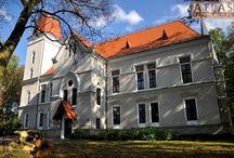 Mokrzyszów - Pałac / Pałac w Mokrzyszowie (dzielnica Tarnobrzegu) zbudowany w 1893 roku dla Antoniego Teodora Schindlera. Od 1905 roku własność Zofii z Potockich Tarnowskiej. Od 1916 roku Zakład Wychowawczy dla Sierot Wojennych. Po 1948 roku był tu Dom Dziecka i Pogotowie Opiekuńcze. Obecnie mieści się tam Oddział Podkarpackiego Centrum Edukacji Nauczycieli.