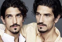Tvillingstudie / Stort internasjonalt tvillingstudie. Tvillingen som har farget overdel er blitt behandlet med Restylane.