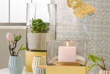 Himmlische Pastell-Palette / Sanftes Blau, zartes Rosé, warmes Gelb, fröhliches Mintgrün: Frühlingshafte Pastelltöne können wunderbar miteinander kombiniert werden und sind in Form von Tischdeko, Blumen, Kissen und Kerzen romantisch, verspielt, einladend und  gemütlich.