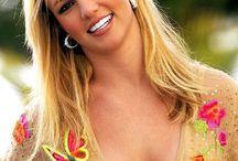 Britney Spears / Britney Jean Spears è nata a Kentwood in Louisiana, 2 dicembre 1981 ed è una cantante pop, ballerina ed attrice degli stati uniti.
