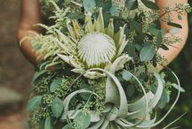 Architectural Bouquets / A more minimalist & usually asymmetrical look often with one or two large structural blooms & lines created by arching branches or long spiky blooms.