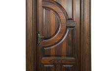 Uși de lemn