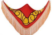 Veronique Rouayrenc / Diseñadora de mantoncillos de flamenca originales y exclusivos realizados a mano con materiales de primera calidad.
