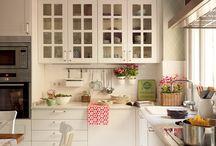 Элегантные белые кухни / #excll #дизайнинтерьера #решения Большая и просторная или маленькая и уютня – кухонная мебель белого цвета беспроигрышный вариант для оформления любой кухни.