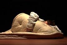 """Aspettando / """"Aspettando"""" di Roberta Zonellini è un monologo teatrale interpretato da Federica Carteri con la regia di Roberta Zonellini. Il cortometraggio """"Animale in gabbia"""" tratto dallo stesso testo è pubblicato su Vimeo (canale Gatto Rosso AT)"""