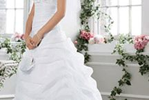 beautiful wedding dress / Beautiful Wedding Dress is one of beautiful wedding style idea. This design is very comfortable, exclusive, memorable. This design is provided by The Wedding for the readers.