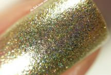 Colors by Llarowe Football Fever / Super Bowl 50 brings 5 new shades to CbL's rainbow of colours. One time pre-order is January 25, 2016 9:00AM MST to January 26, 2016 9:00AM MST on www.llarowe.com