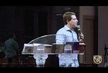Pregações, louvores e edificação