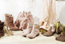 ►Görtz◀ Sommer-Booties / Ob wir durch die City stiefeln oder am Strand entlang -  mit unseren neuen Sommer-Styles aus softem Veloursleder perforiert oder gelasert bleiben Ihre Füße so cool wie der Look.