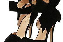 """STIVALI E SCARPE DONNA / Una rassegna dei modelli di stivali e scarpe da donna più """"stilosi"""" da indossare e collezionare. Viva le Fashion Girls!"""