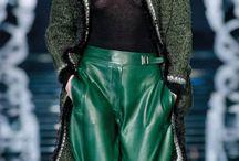 Trendy jesieni - Butelkowa zieleń / Zieleń przeżywa swój wielki come back! W tym sezonie nosimy nie tylko khaki, ale i odcień butelkowy. Lubicie taką kolorystykę? Zobaczcie nowość od MAGYA --> www.torebki.pl/magya-byuti-english-green.html