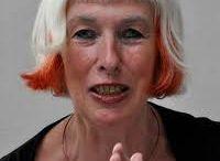 m a r c e l l e  -  h a n s e l a a r/  tomtom / In Rotterdam geboren, werkt en woont vanaf 1980 in Londen. Jaarlijks exposeert zij, ook in Ned, Belgie, Duitsland, Australie en Canada. We hebben samen zelfde studie gedaan op de KABK (1962-'64) in Den Haag.