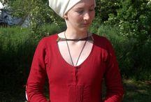 Pleating in medieval dresses