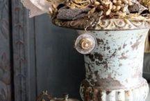 romantic medicis urns - vases