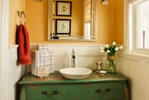 Bathrooms / by Hannah Bryan