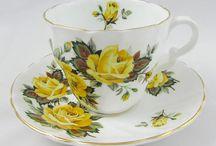 Belas xícaras em amarelo e laranja.
