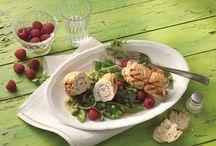 Raffinierte Salate mit Hähnchen- und Putenfleisch / Ob als klassischer Cesar Salad oder mit asiatischer oder orientalischer Note - Geflügel ist immer der perfekte kulinarische Begleiter zu Salat.