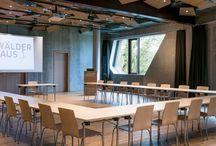 Top 20 Tagungshotels und Konferenzräume Hamburg / Tagungshotels & Konferenzräume in Hamburg -  Die Suche nach einem geeigneten Tagungshotel im Raum Hamburg kann durchaus zu einer langwierigen Aufgabe werden. Technische Ausstattung, Lage und Größe müssen zusammen harmonisieren, nur so kann eine Konferenz oder ein Seminar zum Erfolg werden. Wir beraten Sie gern kostenfrei zu Hamburgs Tagungshotels, Konferenzräumen & Seminarräumen.