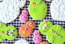 "*Spooky SWEETS* / ""Spooky"" sweets board full of festive dessert recipes from your favorite food bloggers! Perfect for classroom party planning! / by KatrinasKitchen"