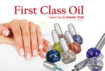 Linea Care Emmi-Nail / First Class-Oil, Emmi-Nail Olio, Hydro-Active-Peeling e la crema mani Hand Care, sono alleati ideali per mantenere in bellezza l'epidermide delle mani e lo stato delle unghie.