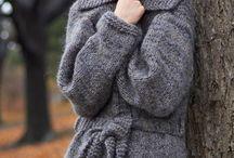 Knitting / by Dawn Desrosiers