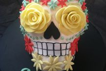 Day of the dead skull cakes / by Killerdolly666