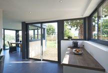 Vérandas à toit plat / Résolument actuelle, l'extension toit plat offre à votre habitat tout l'agrément d'une nouvelle pièce à vivre, quelle que soit la saison. Une véranda aux 4 saisons qui devient une pièce à part entière dans votre maison. Peut-on encore parler de véranda ?